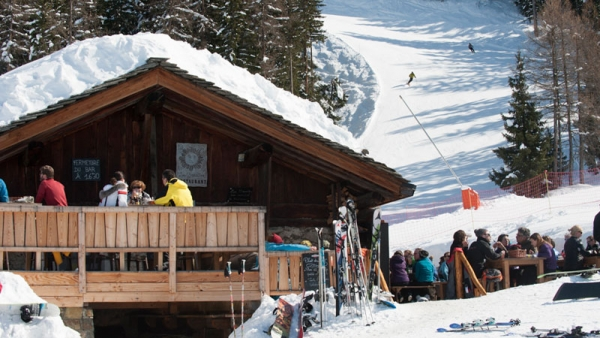 Mountain restaurants in the sun in Sainte Foy