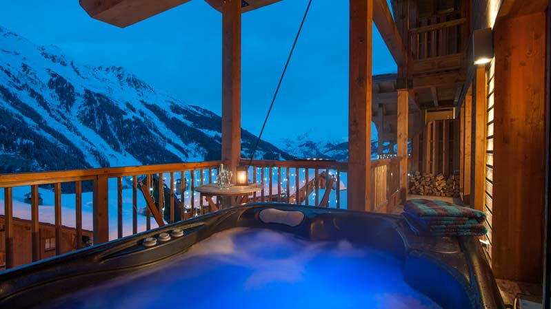 The North Face catered chalet Hot-Tub & balcony