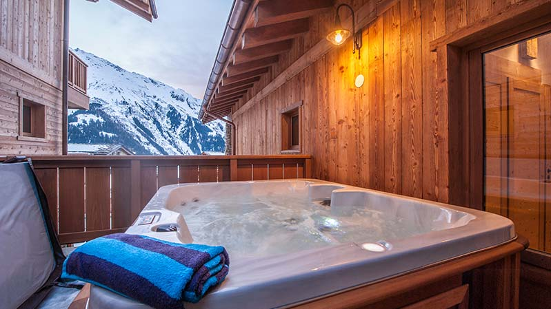 The hot tub in the Latour luxury self catered Premiere Neige chalet.